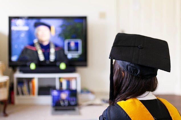 1. Öncelikle hastalığı yayma olasılığı çok yüksek olan üniversitelerde uzaktan eğitime geçildi.