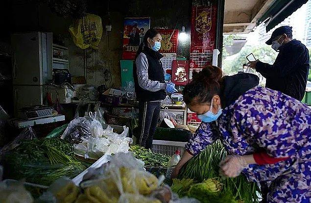 13. Ayrıca Çinliler diğer ülkelere nazaran maske takmayı da daha kolay bir şekilde benimsediler.