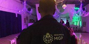 Полицейских, которые пришли совершить набег на свингерскую вечеринку, приняли за костюмированных стриптизеров