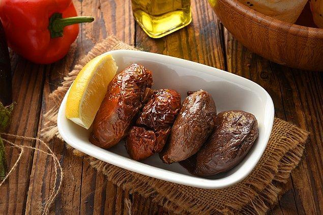 11. Acılı Kuru Patlıcan Dolması