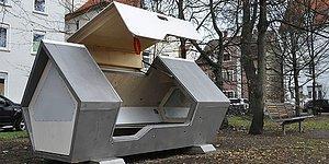 В городе Ульм в Германии установили капсулы для сна, чтобы защитить бездомных от холода ночью