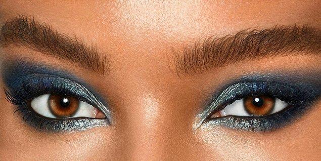 Mavi tonlarındaki farlar etkileyici bakışlara sahip olmak istiyorsanız mutlaka denemeniz gereken bir ton.