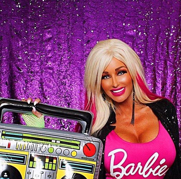 """""""Hangi kadın barbie vajinası istemez ki? Gençlik genç bir vajinayla başlar!"""""""