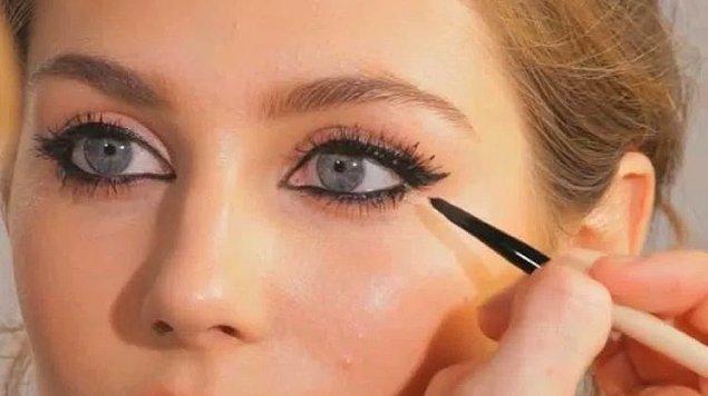 13. Daha küçük göstermek içinse göz içlerine koyu renk kalem uygulamalı.