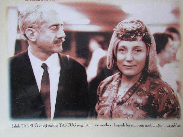 Otuzlu yaşlarında gazeteci Haluk Tansuğ ile evlenen Sabiha Hanım, Meydan Gazetesi'nde turizm yazıları yazmaya başlar.