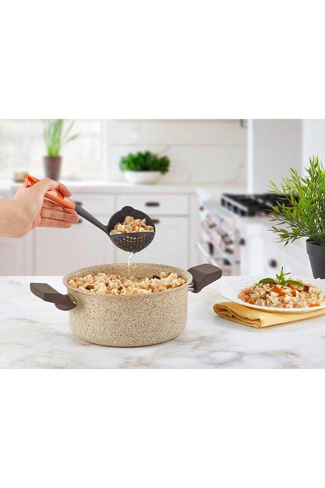 21. Mutfakta kullandığımız pratik gereçleri seviyoruz.
