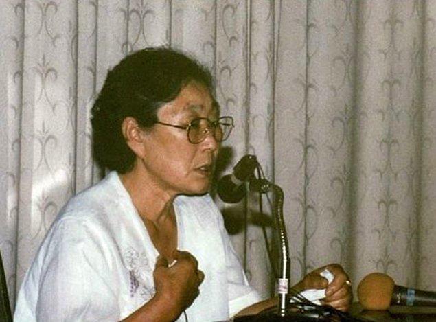 1991 yılına kadar sessizliğini koruyan Kim, Güney Kore'nin askeri diktatörlükten demokrasiye geçmeye başlamasıyla bu sessizliğini yavaş yavaş kırmaya başladı.