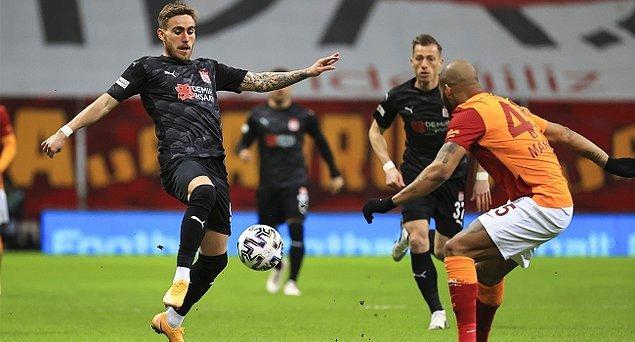 Bu sonuçla galibiyet hasreti 2 maça çıkan Galatasaray 58, üst üste üçüncü beraberliğini alan ve yenilmezlik serisi 6 maç olan Demir Grup Sivasspor 34 puana yükseldi.