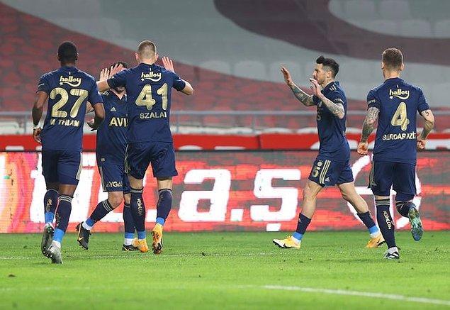 Fenerbahçe, ilk 14 deplasman maçı itibarıyla kulüp tarihinin en iyi lig performansına imza attı: 14 maç 35 puan.