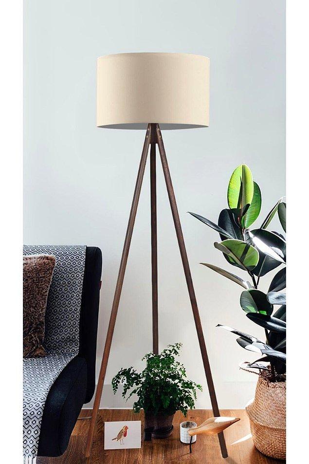 13. Bu şık ve sade lambader ile odanızın dekorunu tamamlayın.