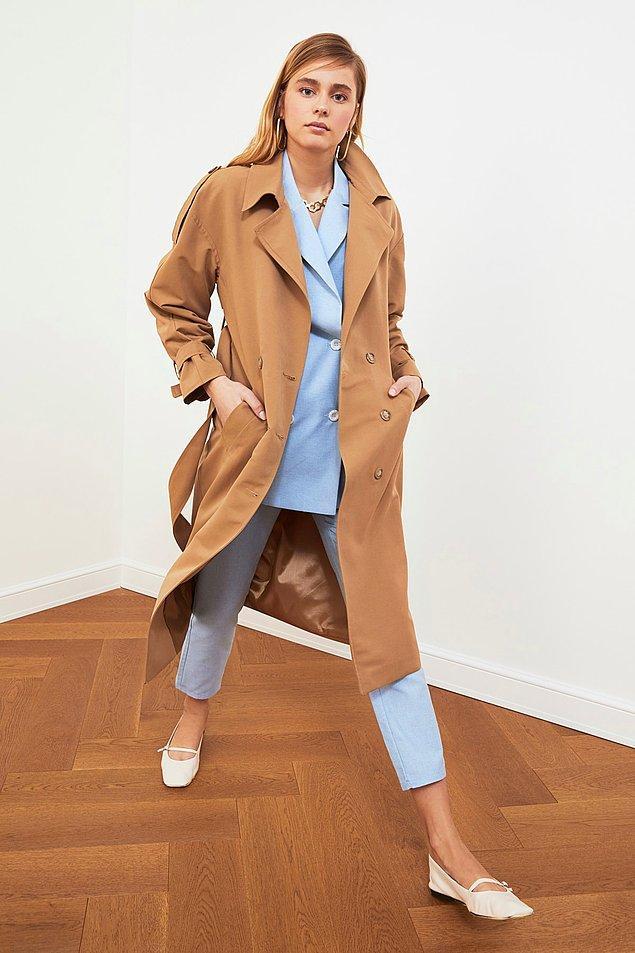 2. Trençkotlar da deri ceketler kadar etkili bir parça.