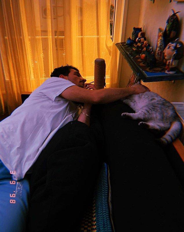 6. Berrak Tüzünataç ve Uraz Kaygılaroğlu'nun sosyal medya hesaplarında yaptıkları kedili paylaşım dikkat çekti!