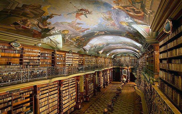 8. Klementinum Kütüphanesi-Prag