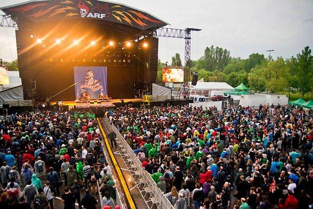 2. Azkena Rock Festival