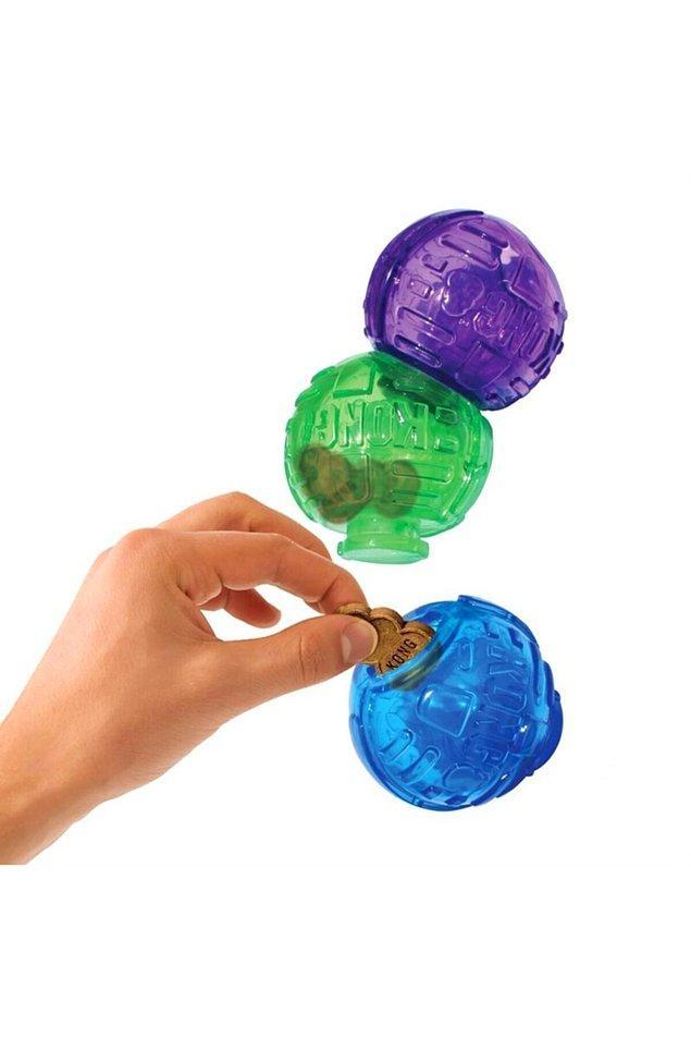 11. İçine ödül koyabileceğiniz bu toplar da hem sağlam hem de çok oyalayıcı.
