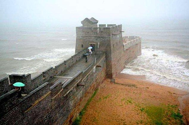 16. Burası, Çin Seddi'nin en doğu ucu olan Yaşlı Ejderha Kafası'dır.