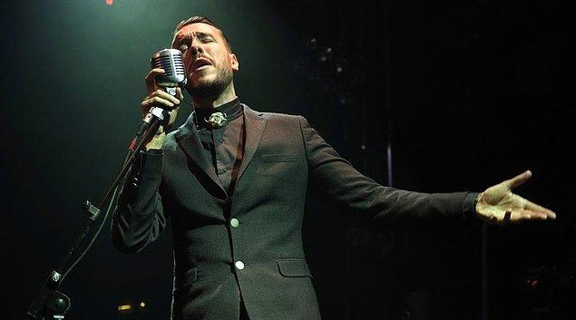 Göçmen bir ailenin çocuğu olarak 30 Kasım 1980'de Cem Filiz adıyla dünyaya gelen başarılı müzisyen müzik dünyası için kendine Cem Adrian ismini seçti.