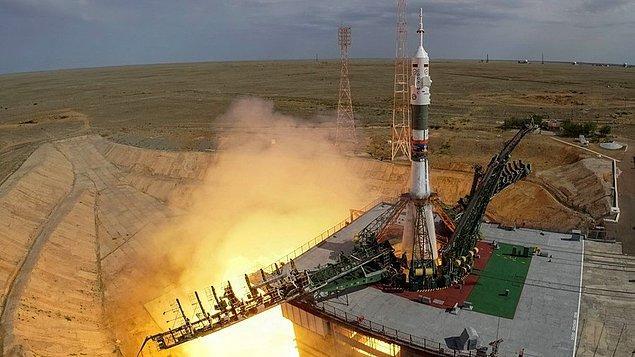 1. Kazakistan'da uzay fırlatma tesisi vardır. Bu tesis dünyanın ilk ve en büyük uzay üssüne sahiptir.  Şimdilerde tesis Ruslar tarafından kiralanmaktadır ve uzay programının merkezinde yer alır.