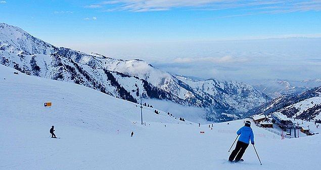 11. Kazakistan, Prens Harry'nin 2014'te kız arkadaşı Cressida Bonas ile gittiği Shymbulak da dahil olmak üzere bir sürü kayak merkezine ev sahipliği yapar.