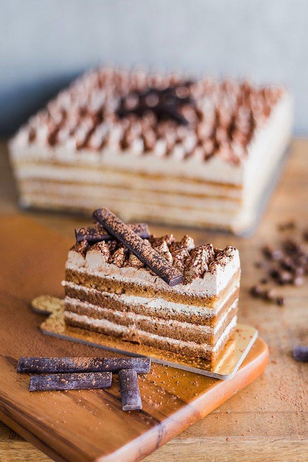 3. Bolivya'da insanlar yılın sonunu kutlamak için yedikleri pastalara para yerleştirilir.