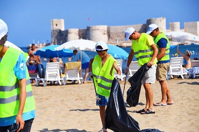 Umuyoruz ki insanlar dünyanın geleceği için her şeyden önce çevreyi kirletmemeyi ve kirli olanı temizlemeyi öğrenirler.