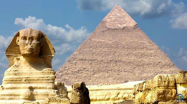 Tarihi belgelere göre makyaj Antik Mısır'da hem medikal hem de estetik amaçlar doğrultusunda ortaya çıktı.