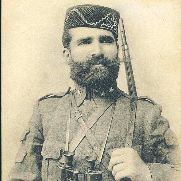 Sonrasında Balkanlar'da ayaklanan Sırp ve Bulgar çetecilerle mücadele için cepheye dönen Niyazi Bey, bu görevindeki kahramanlıklarından ötürü yüzbaşı rütbesine yükseltilir.