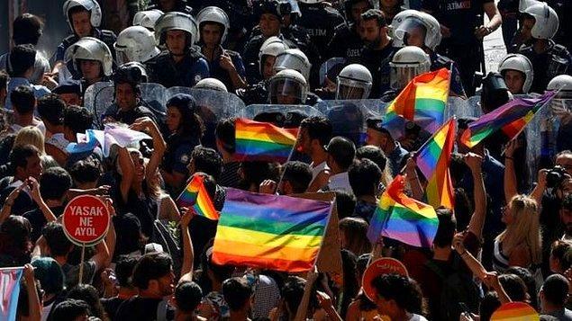 Şehit Analarına Göstermedikleri İlgiyi LGBT'ye Gösteriyorlar