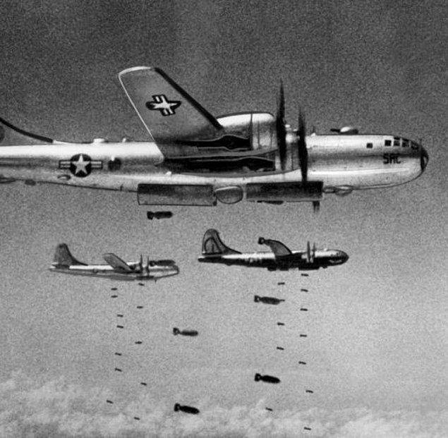 Sabaha karşı 3 civarında ancak yetişen Amerikan uçakları Çin askerleri üzerine bomba yağdırır. Böylece Türk Tugayı'nda sağ kalanlar Anju bölgesine çekilirler.