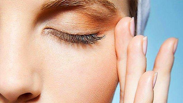 11. Yorulmuş göz çevresine enerji kazandırıyor...