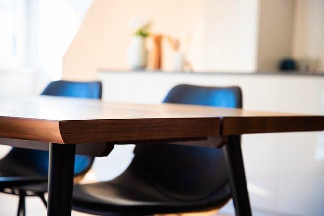 """8. """"İş yerinden çalışanlarla birlikte bir masanın boyunu ölçerken kendi kendine yaklaşık 12 cm kaydı..."""""""