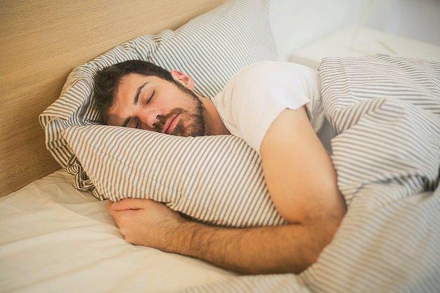 Uyku halinde salgılanan hormonlar sayesinde uzun saatler çişiniz gelmez.