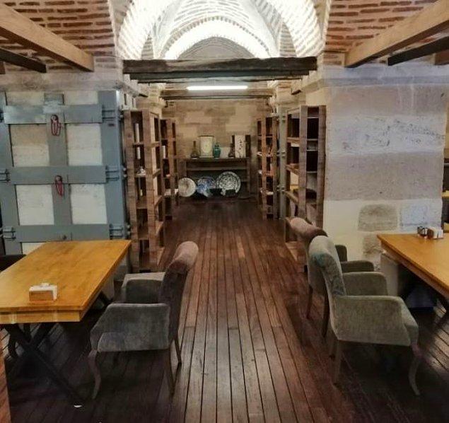 Burada da 450 yıllık camiyi çirkin bir kafeye dönüştürmüşler...