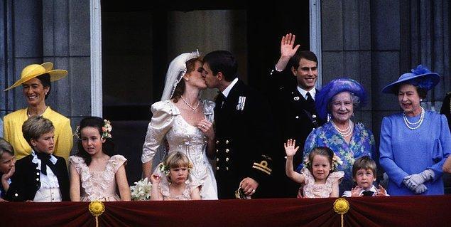 1986 yılında Kraliçe II. Elizabeth'in oğlu Prens Andrew ile dünya evine giren Sarah Ferguson, her kraliyet gelini gibi gündeme oturdu.