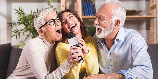 2. Evde keyifli zaman geçirmek artık eskisinden daha kıymetli. Bu yüzden karaoke mikrofonu iyi bir alternatif...