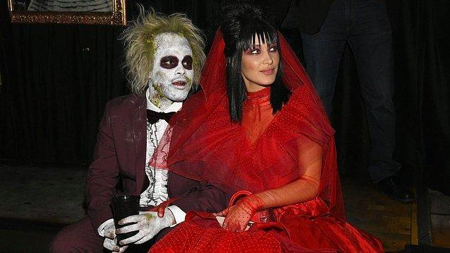 11. Cadılar Bayramı'nda ilginç bir kostüm giyip eğlencenin tadını çıkarmak.