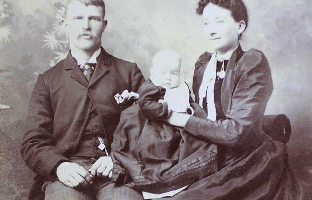 Çocukluğundan itibaren edebiyata ilgili bir bakıcı olan Amelia Dyer, önceleri hiçbir bebeği öldürmedi.