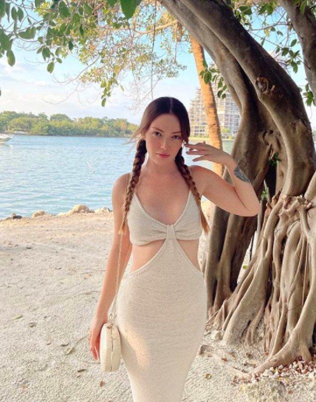Amaaa yetmedi! Geçtiğimiz gün aynı elbiseyi ünlü influencer Danla Bilic'de 'Giyme diyen %20 utanir mi bilmem……' diyerek paylaştı.