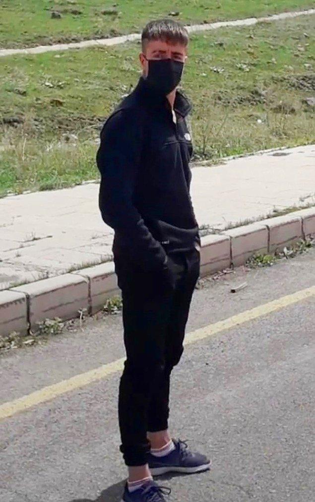 Sosyal medya hesaplarında çok sayıda silahlı fotoğrafı olduğu ortaya çıkan Serdar Dündar gözaltına alınarak tutuklandı.