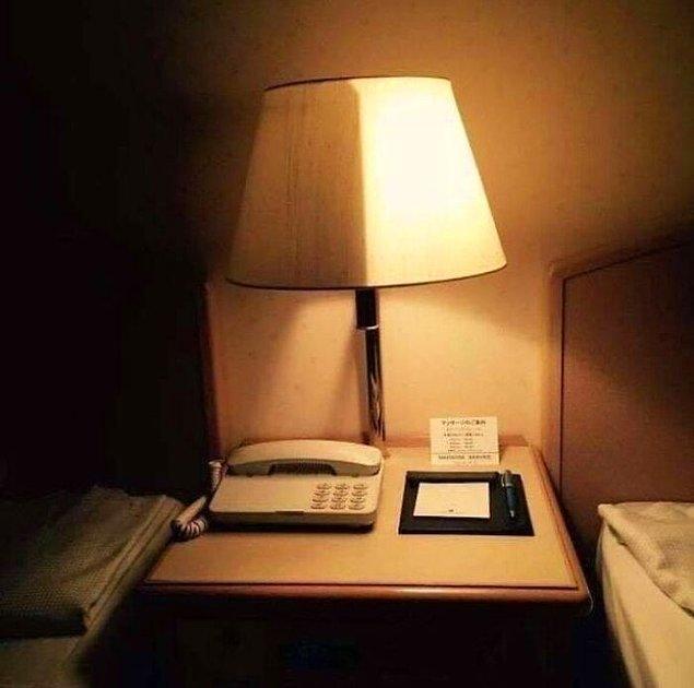 10. Bazı otellerde çift kişilik yatakların yanındaki lambaların farklı parlaklıkları vardır.