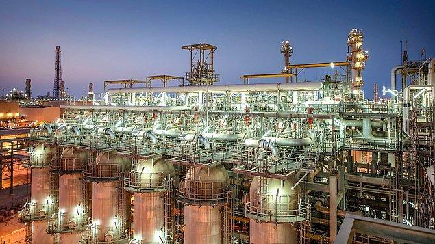 1. Ülkede petrol çıkmasına rağmen Katar doğal gaz zengini bir ülkedir.