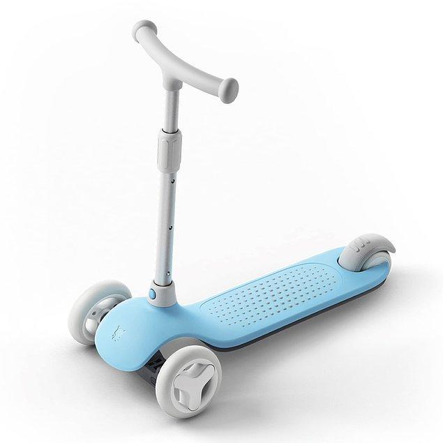 1. Hareketli çocukların en sevineceği hediyelerden biri bu ışıklı scooterlar!