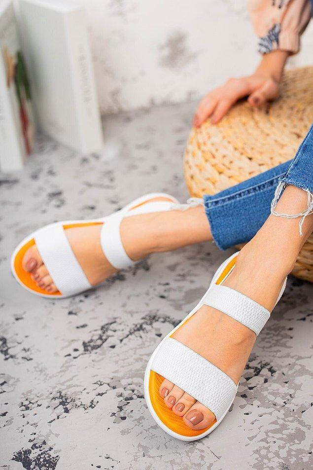 8. Spor ama zarif bir sandalet...