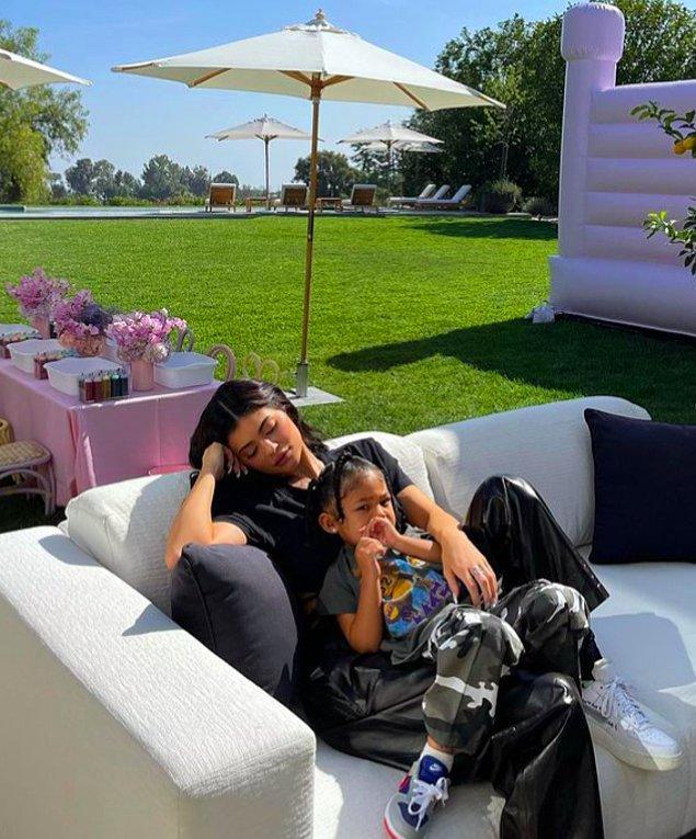 23 yaşındaki Kylie Jenner şimdiden bir sonraki emlak yatırımına bakıyor! Geçen yıl 15 milyon dolar değerinde beş dönümlük bir arsa satın alan Jenner'ın bu arsa için büyük planları varmış.