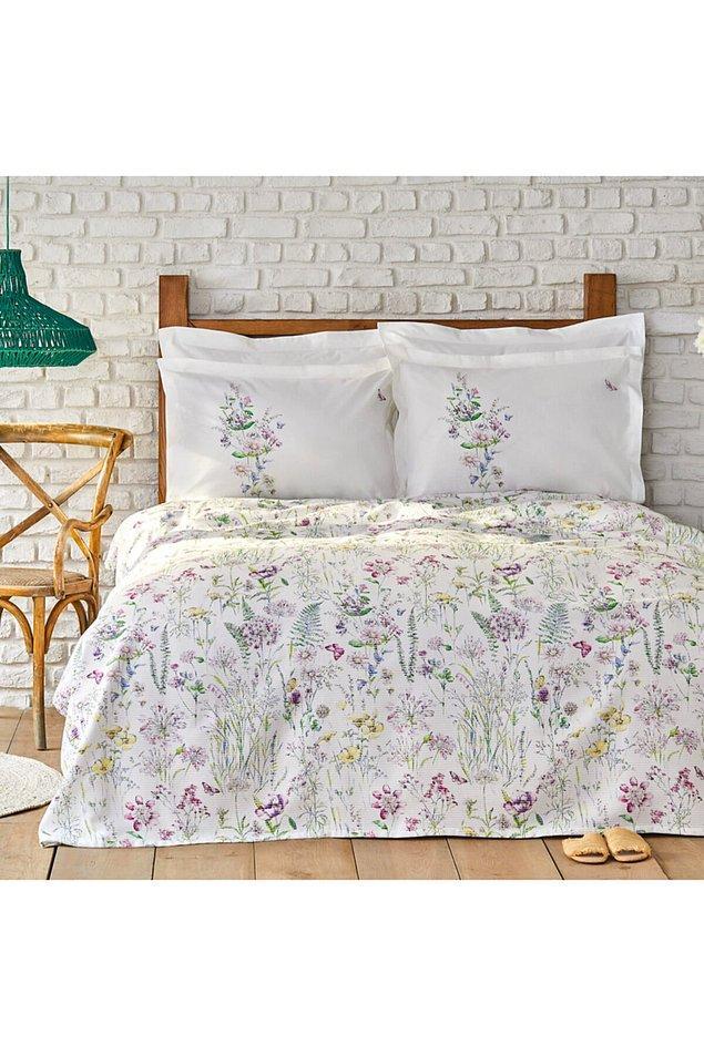 10. Yataklarda çiçekler açtıran mis gibi pike takımı...