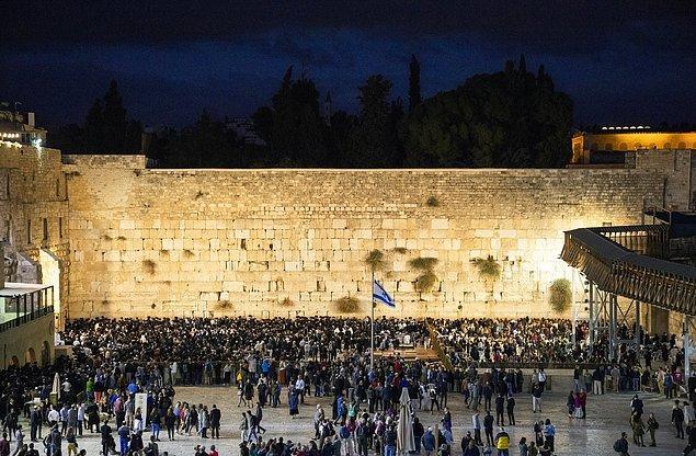 Bununla birlikte yasal olmayan İsrail yerleşimleri bulunuyor.