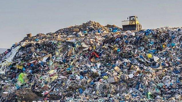 AB plastik atıkların yalnızca geri dönüşüm için diğer ülkelere gönderilmesine izin veriyor ama bunun denetlenmesi pek mümkün olmuyor.