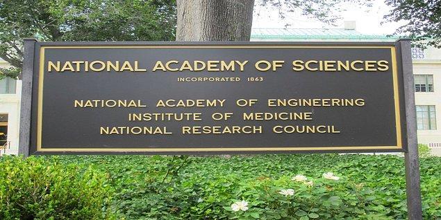 Projenin amacı ilk defa 1988 yılında ''Birleşik Devletler Ulusal Bilimler Akademisi'' tarafından ortaya kondu. Daha sonra ABD'nin çeşitli devlet kurumları tarafından finans desteği projeye verilmeye başlandı.