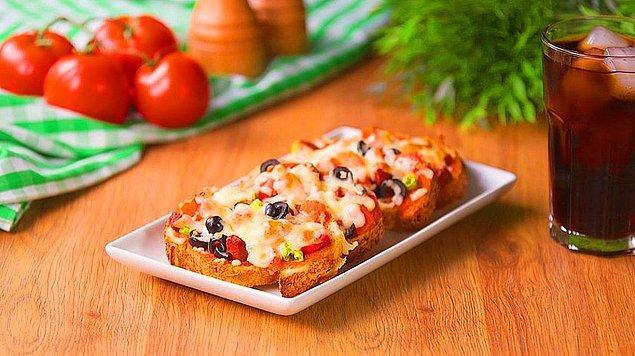 3. Ekmek Üstü Pizza: