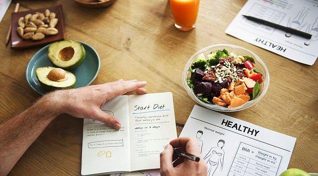 Diyete başlamaya karar verdiğimiz de ilk yaptığımız şey hemen telefonumuza bir uygulama indirip, yediğimiz her şeyin kalorisini hesaplamaya başlamak olur.
